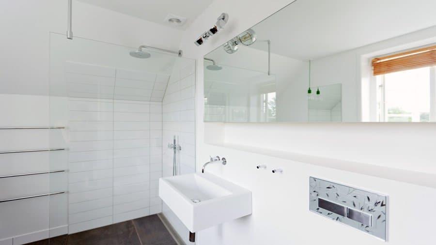 badeværelse med spejl